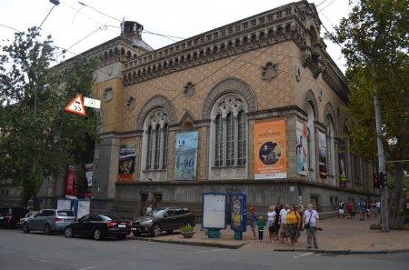 До архітектури Одеської філармонії